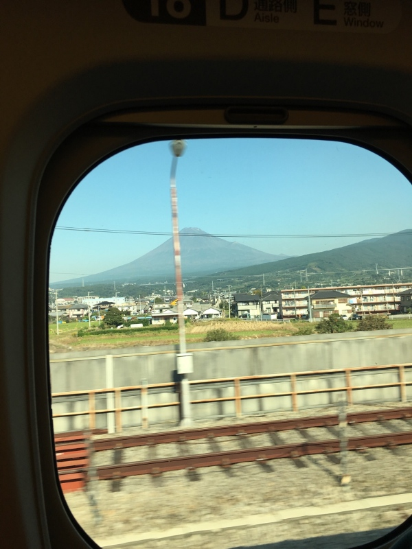 Mt_Fuji_from_Bullet_Train.jpg