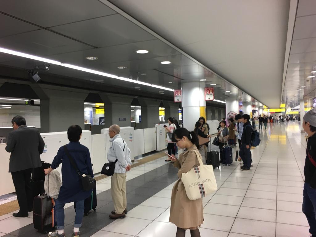 Tokyo_Subway_at_Haneda.jpg